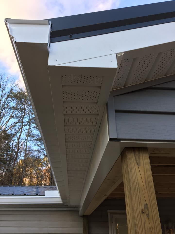 Vinyl siding and vinyl soffit project | Schwartz and Sons Construction